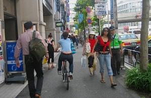 sidewalk-in-tokyo